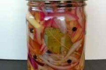 the finished jar of pickled onions